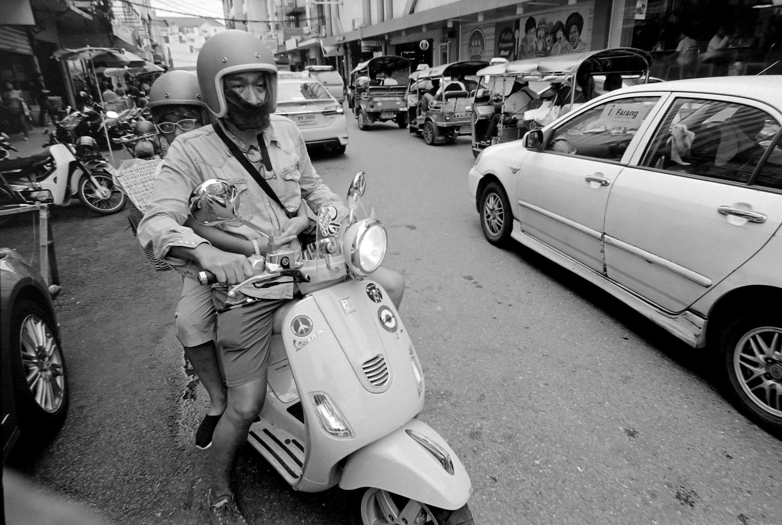 Chromacomaphoto Streetphotography Bangkok Thailand Leica 21mm super angulon sa 3 4 kodak tri x film (14).JPG