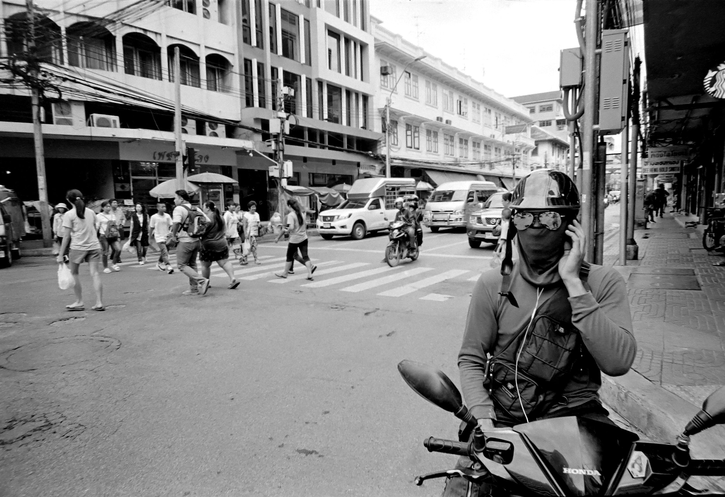 Chromacomaphoto Streetphotography Bangkok Thailand Leica 21mm super angulon sa 3 4 kodak tri x film (13).JPG
