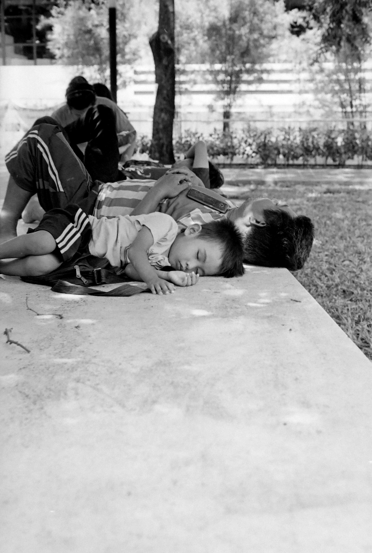 chromacomaphoto street photography bangkok thailand film tri x summicron rigid 50 leica m4 black and white (1).JPG