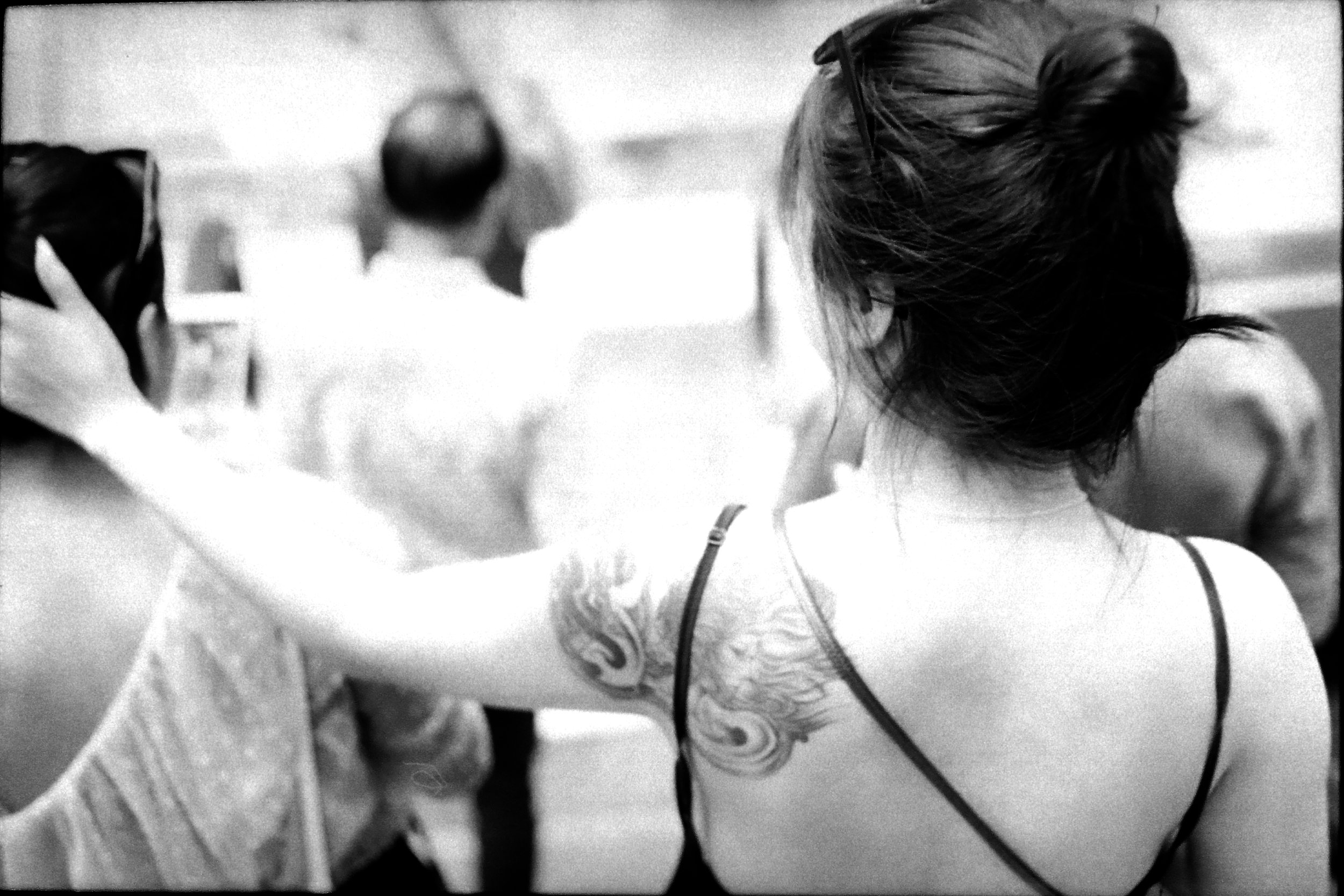 chromacomaphoto street photography bangkok thailand film tri x summicron rigid 50 leica m4 black and white (4).JPG