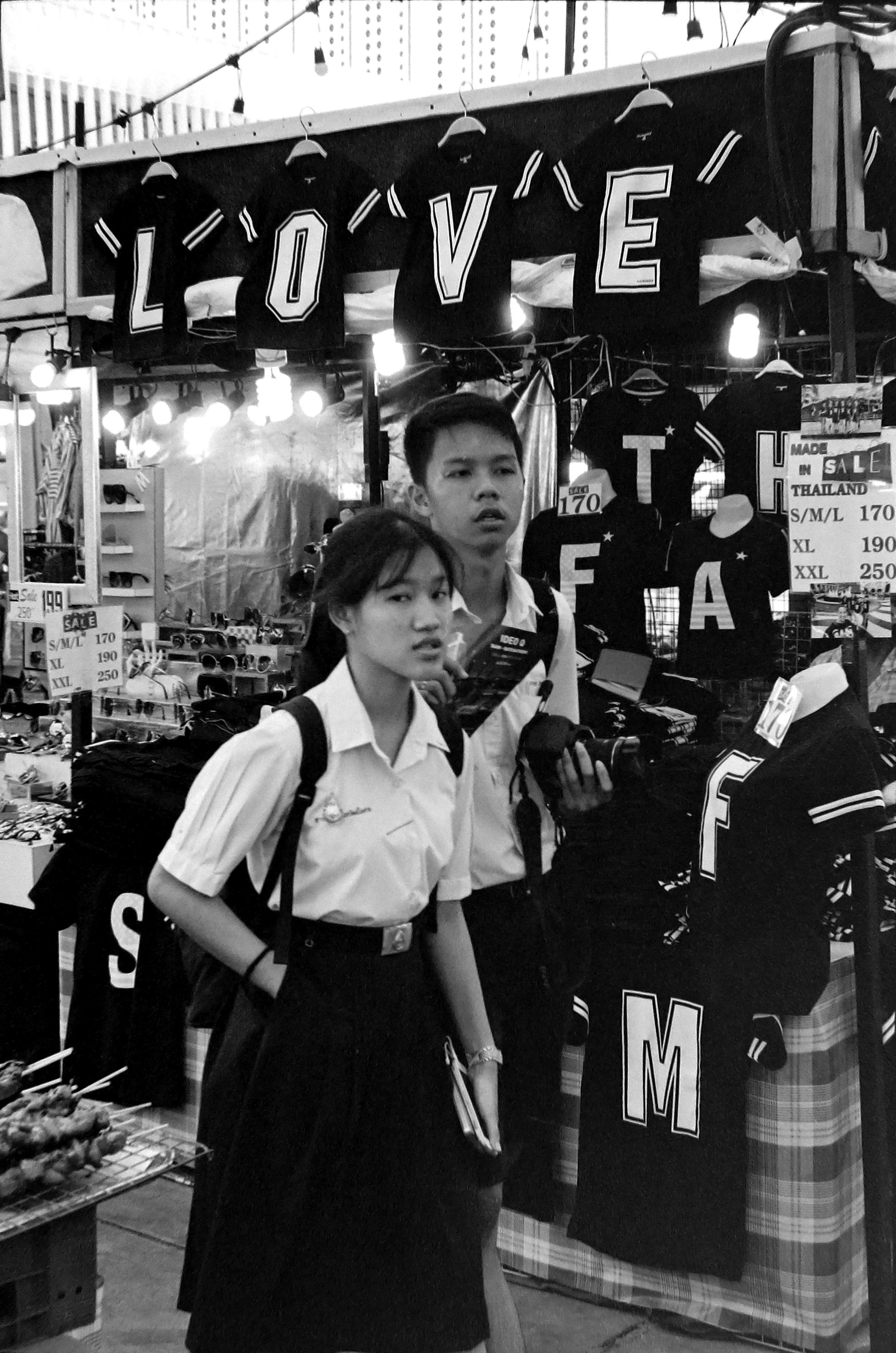 chromacomaphoto street photography bangkok thailand film tri x summicron rigid 50 leica m4 black and white (6).JPG