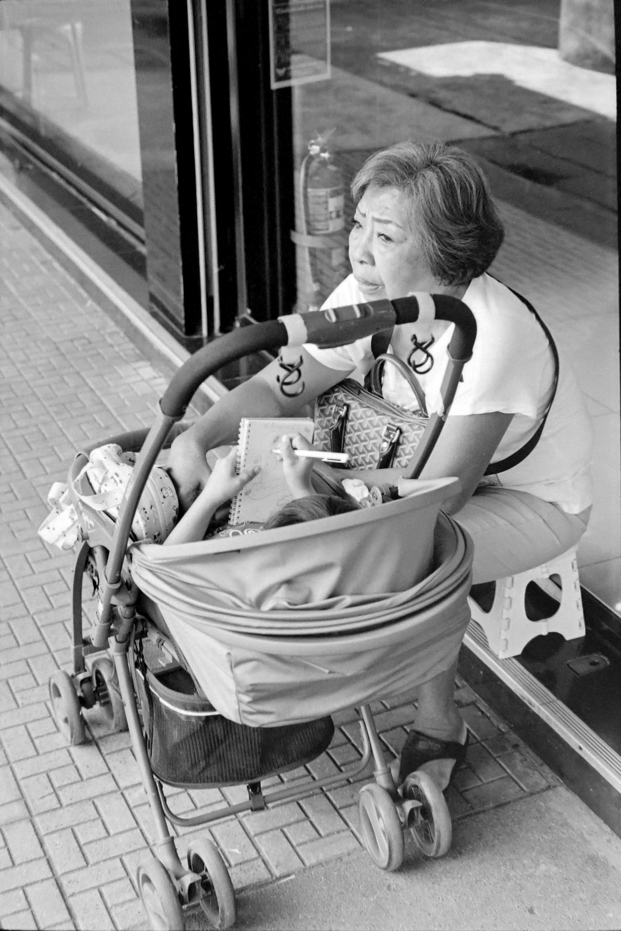 chromacomaphoto street photography bangkok thailand film tri x summicron rigid 50 leica m4 black and white (7).JPG