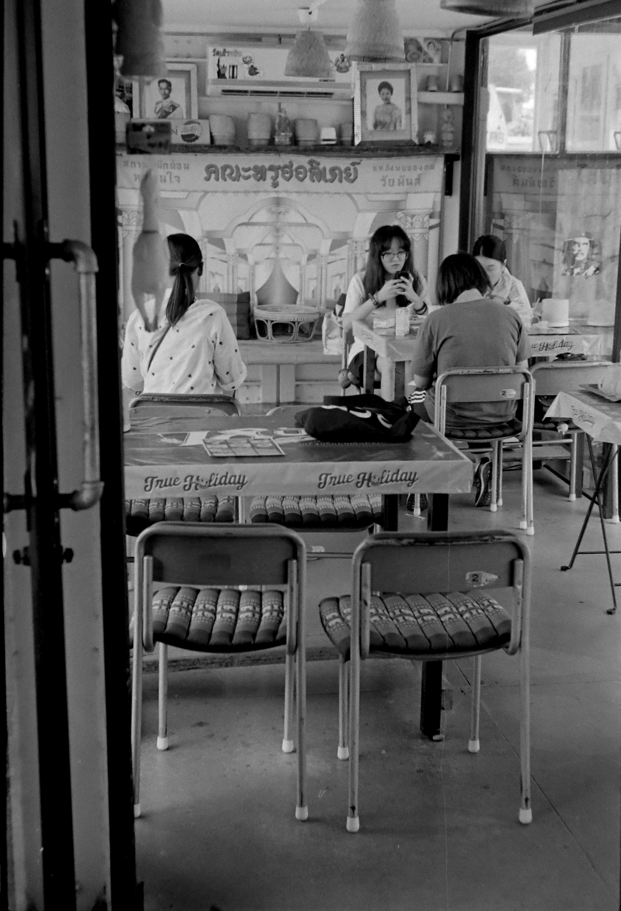 Chromacomaphoto bangkok airlab film photography tri x iso 400 leica m2 summicron rigid super angulon 21mm 50mm black and white thailand street  (10).JPG