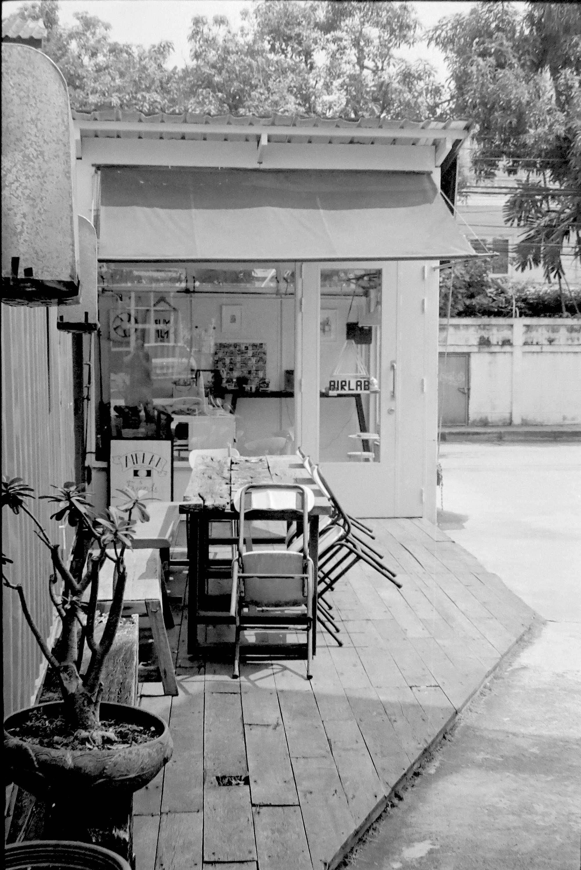 Chromacomaphoto bangkok airlab film photography tri x iso 400 leica m2 summicron rigid super angulon 21mm 50mm black and white thailand street  (7).JPG