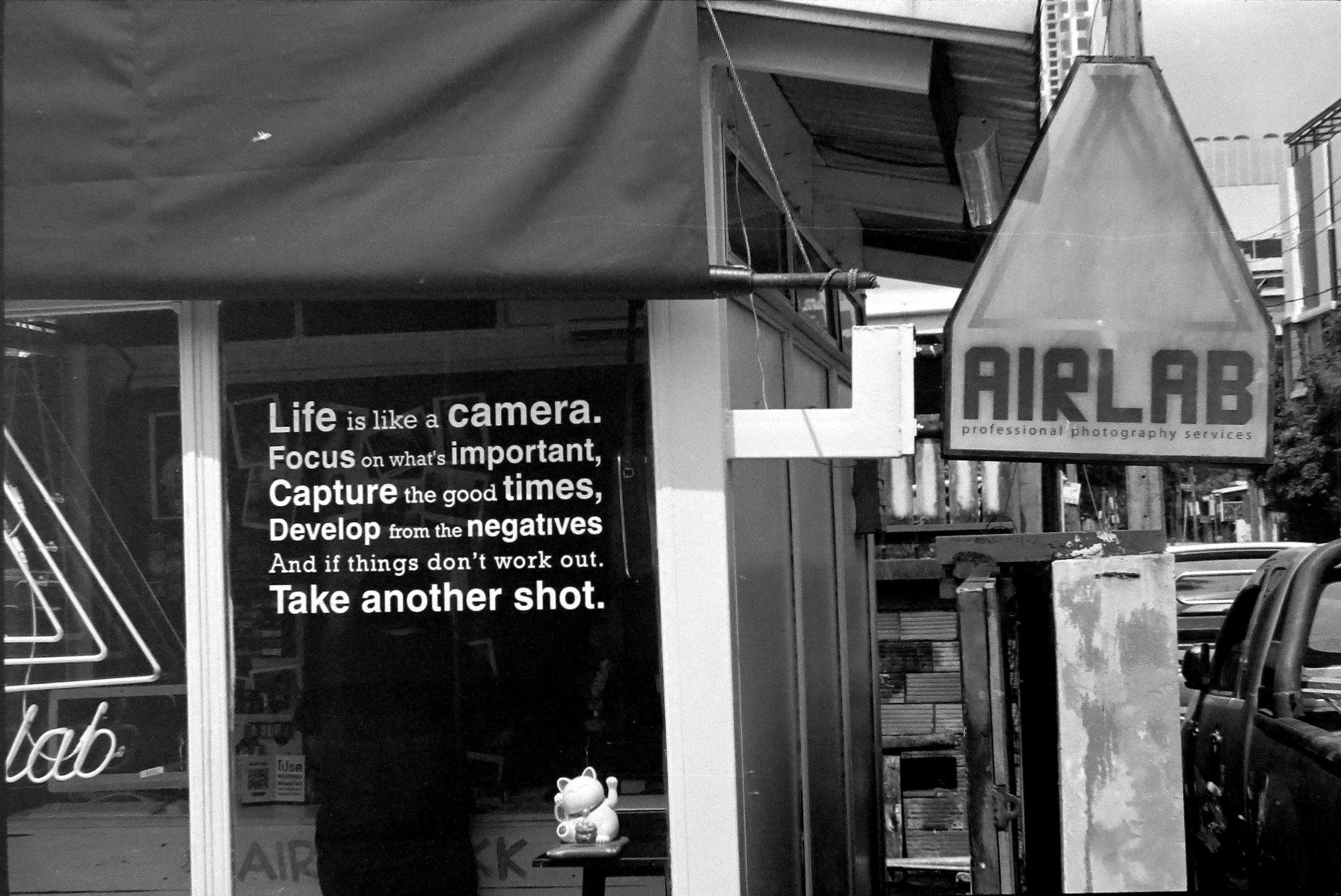 Chromacomaphoto bangkok airlab film photography tri x iso 400 leica m2 summicron rigid super angulon 21mm 50mm black and white thailand street  (9).JPG