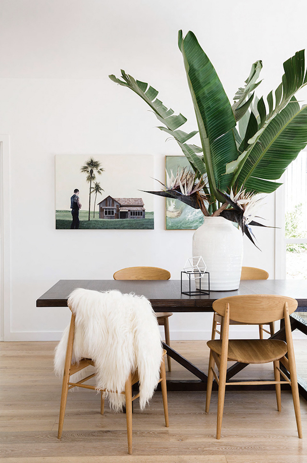 Everytime I come across this  dining room  I stop in my tracks - the texture, simplicity, and styling have been done to perfection in my books.