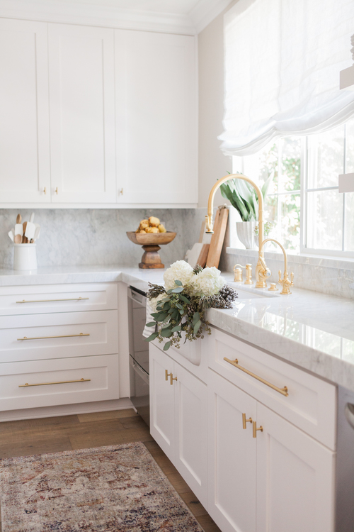 I've been a fan of Nicole Davis for quite some time and this bright  kitchen  is still one of my all-time favorite projects of hers.