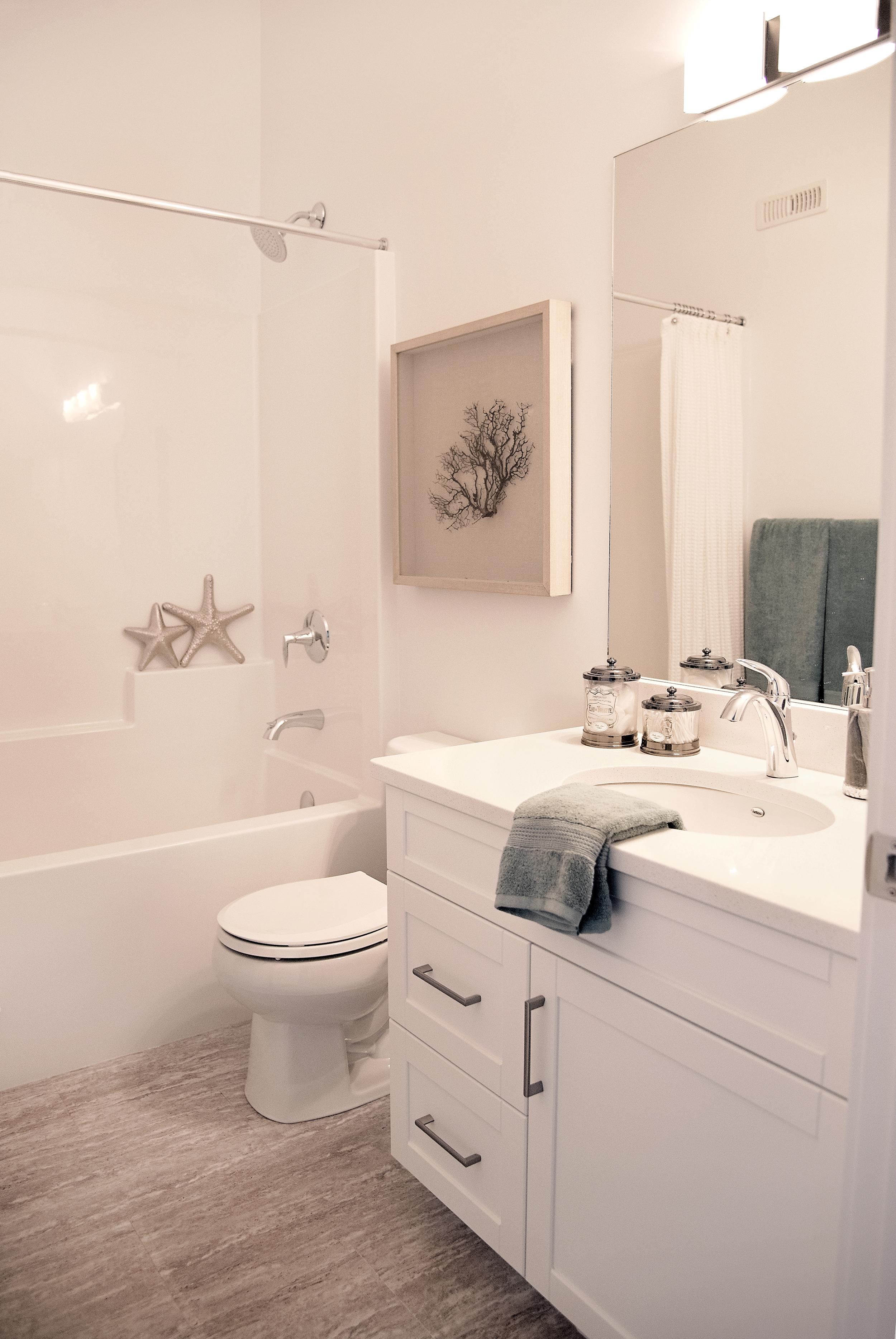 brighton-terrace-swift-current-interior-design-hall-bath