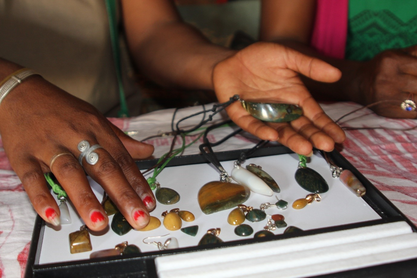 Jewellery made by the women from local jasper and agate. (Photo taken by Lynda Lawson)
