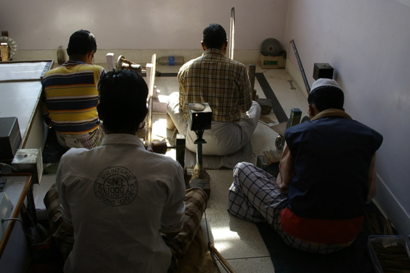 tanzanite cutting workshop in Jaipur India.jpg