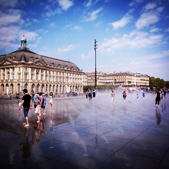 The Miroir d'Eau in Bordeaux city is a great spot to cool down on a hot day. Kick your shoes off for a paddle, then stick around for a while and you'll get the big spray of mist that comes every 20 minutes #bordeaux #bordeauxisbeautiful #winedestinations #winetravel #visitfrenchwine #vineyardhotel #winetourism