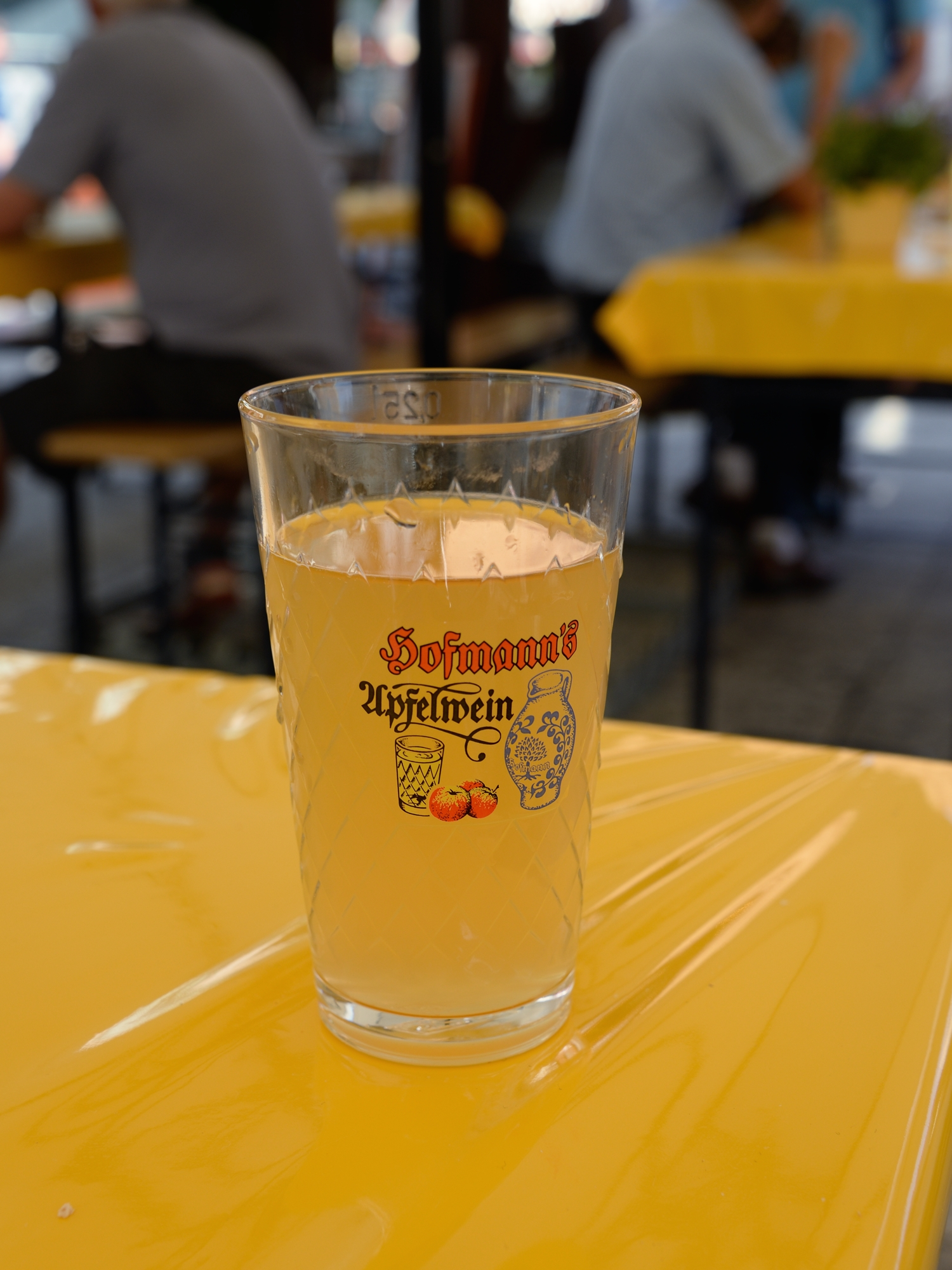 A traditional 'Gerippte' glass containing a sample of Hofmann's naturtrüb Äppler - Zum Wohl!