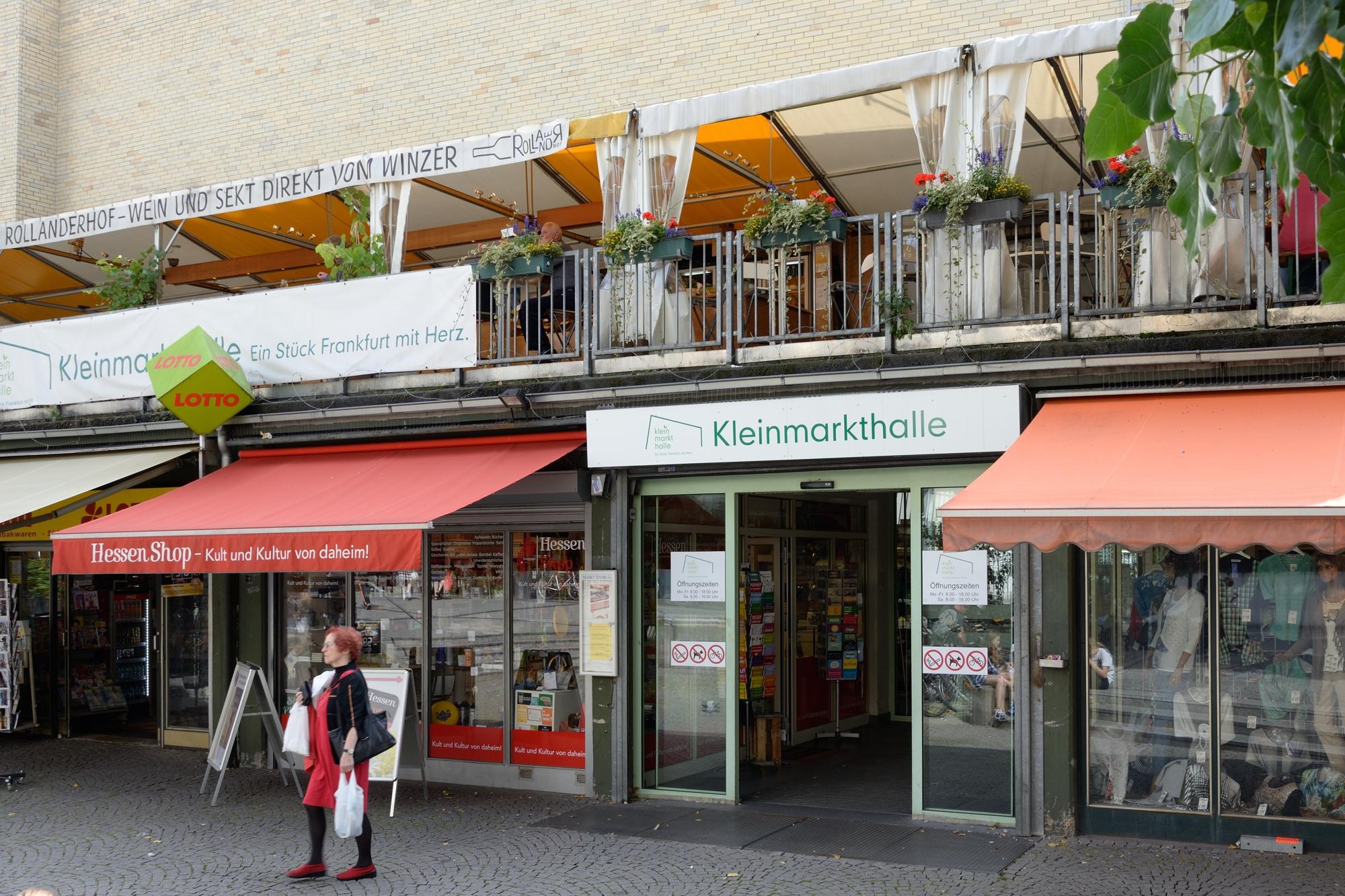 Rollanderhof, above the back exit of the Kleinmarkthalle, serving Federweisser!