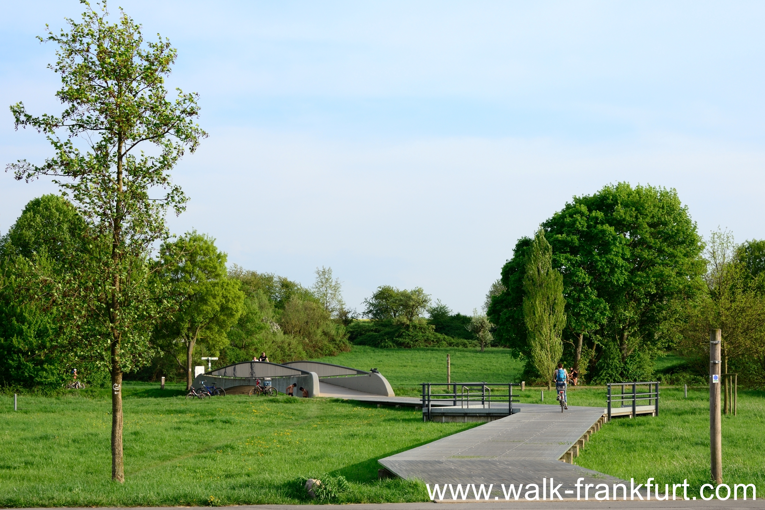 Cycle path to Bonames airfield