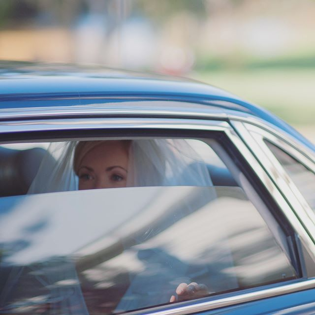 Peaking through the windows as she sees her Dad on her wedding day. Venue: @braesidegoldcoast