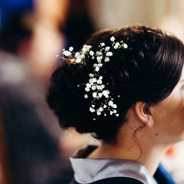 Floral hair accessories on Sharon and Roy's special day ❤️💐