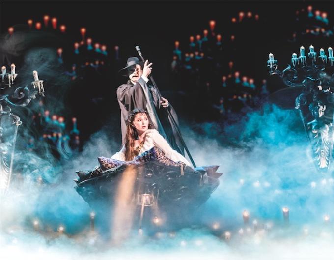 14 / The Phantom of the Opera - 1986,(Andrew Lloyd Webber / Charles Hart)© DR.Andrew Lloyd Webber est le compositeur des grands succès modernes de la Comédie Musicale : Cats, Evita, Jesus Christ Superstar et ce Phantom of the Opera, sans doute son œuvre la plus représentative.