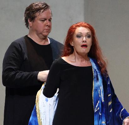 2- Tristan und Isolde - (Wagner)En s'inspirant du mythe, Wagner a composé non seulement son chef-d'œuvre mais l'un des plus grands opéras de l'histoire, en révolutionnant au passage le genre lyrique. Quel plus intense symbole de la passion que cet amour au-delà de la mort ? La tension amoureuse, la délivrance et l'inexorable dissolution dans le trépas, mild und leise…© Wilfried Hösl / Bayerische Staatsoper