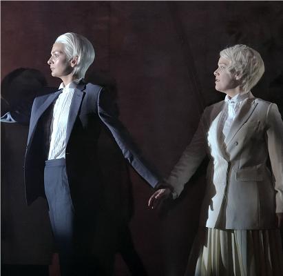 3- Orphée et Eurydice - (Monteverdi, Gluck, etc.)L'amour, dit-on, peut déplacer les montagnes. Orphée fait encore plus fort en allant chercher directement son Eurydice aux enfers. Outre sa touchante histoire, Orphée est non seulement le héros mythologique bien connu mais aussi l'un des premiers personnages de l'opéra avec Monteverdi, entres autres. L'un de nos pères fondateurs…© Stefan Brion / Opéra Comique