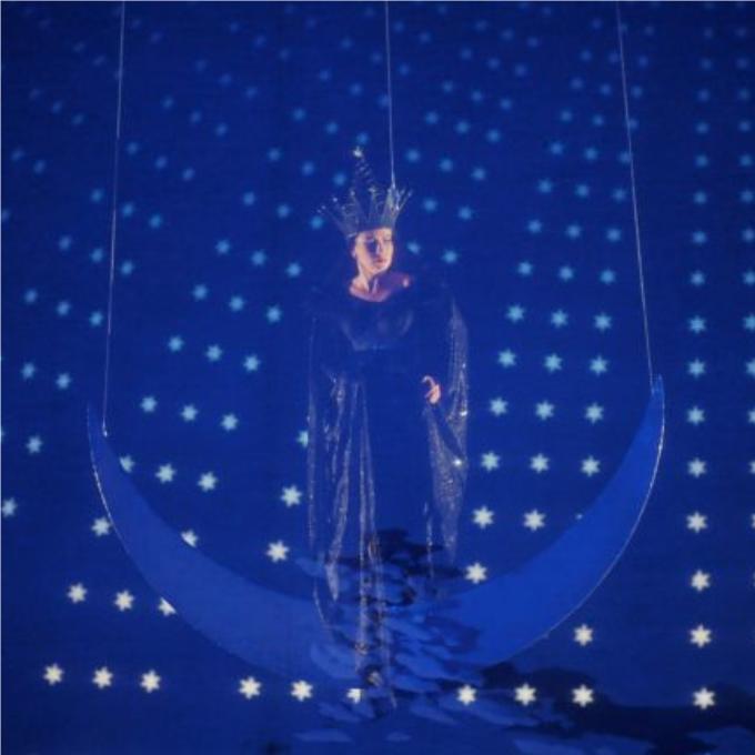 15) Die Königin der Nacht (La Reine de la nuit) - Die Zauberflöte (La Flûte enchantée, Mozart)Avec des vocalises échevelées en guise de vociférations, l'air de la Reine de la Nuit est le plus célèbre au monde. Der Hölle Rache, la colère d'enfer bout dans son cœur et la mystérieuse Reine exhorte sa fille à tuer mais son rôle est bien plus ambigu qu'il n'y paraît. Les metteurs en scène s'accordent de plus en plus à faire de ce personnage une complice de l'initiation maçonnique des héros.© Monika Rittershaus