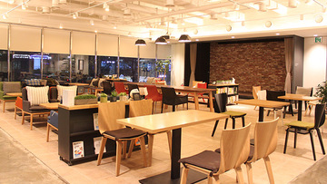 This beautiful space located right in the heart of Hongdae is being sold.