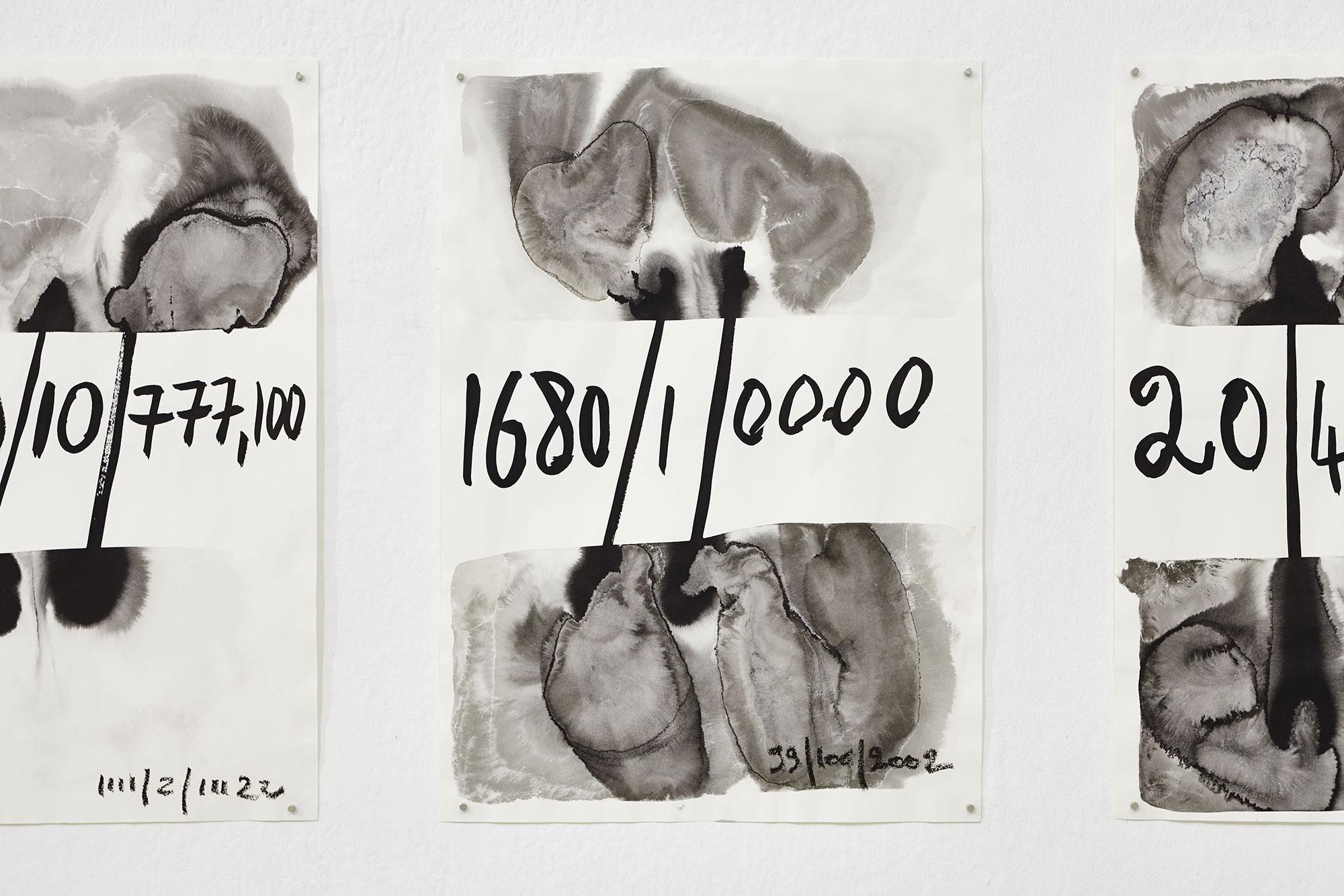 Calendrier impossible, 2015  Encre de chine, eaux, Javel et vinaigre sur papier, 42 x 29.7 chacun Photographie: ©jcLett