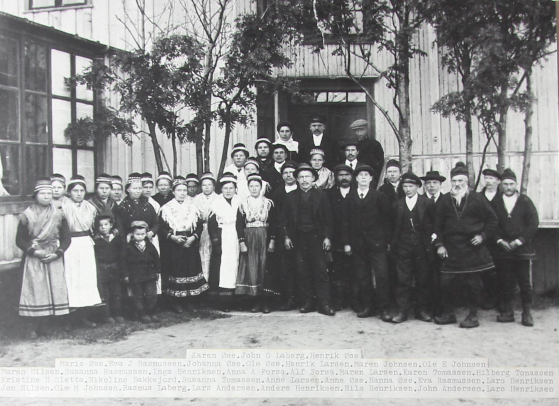 Headjabasit Ivvárstádiin, 1917 // Bryllupshelg på Ibestad, 1917 Govva//Foto: Klas Henriksen