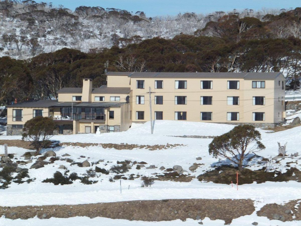 Kahane Lodge in winter.jpg