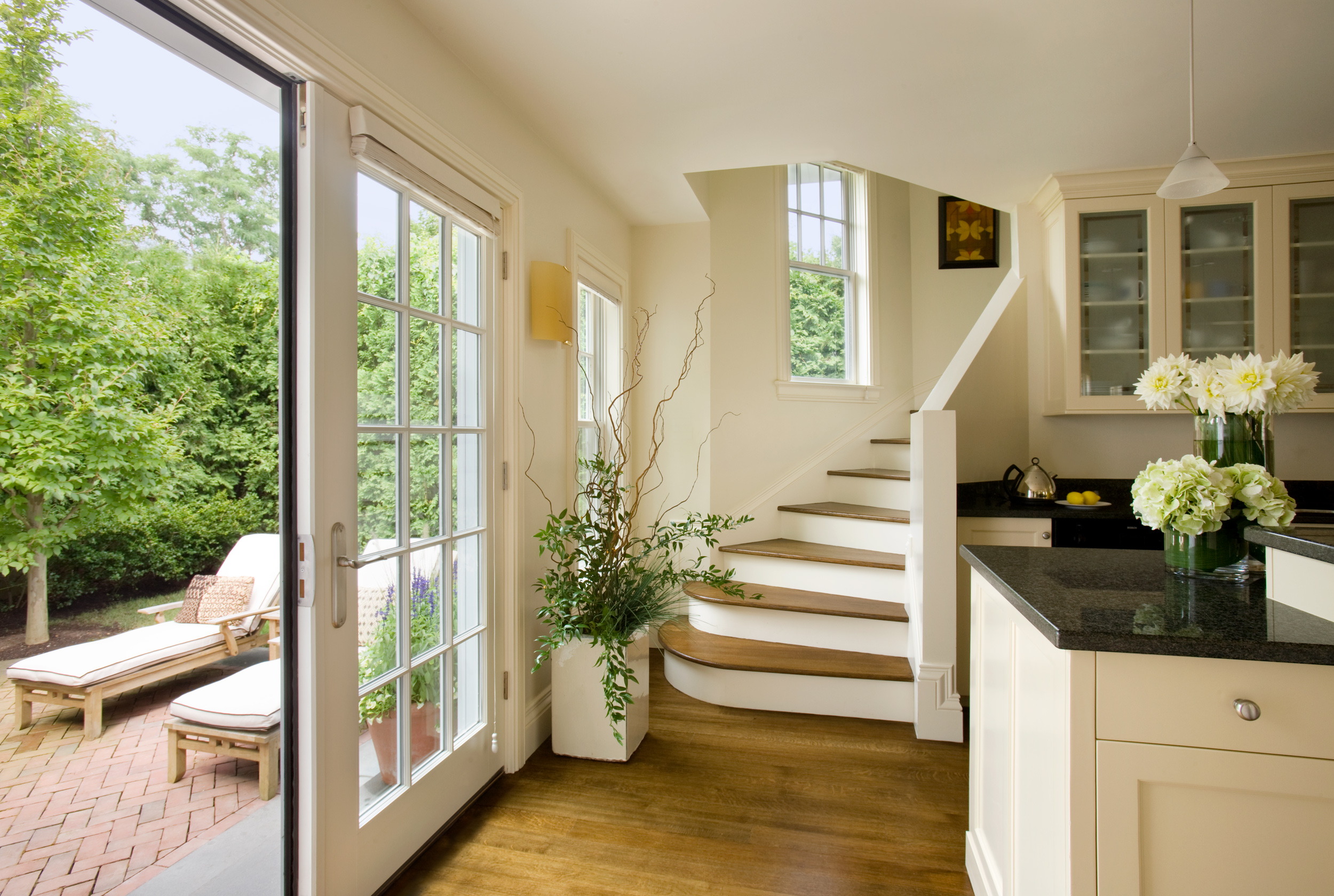 Cape_Cod_Doreve_yellow_kitchen.jpg