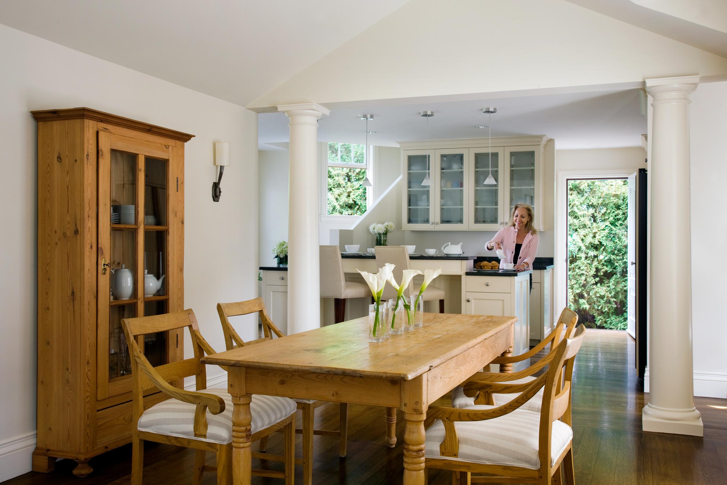 Cape_Cod_Doreve_kitchen_w_lady.jpg