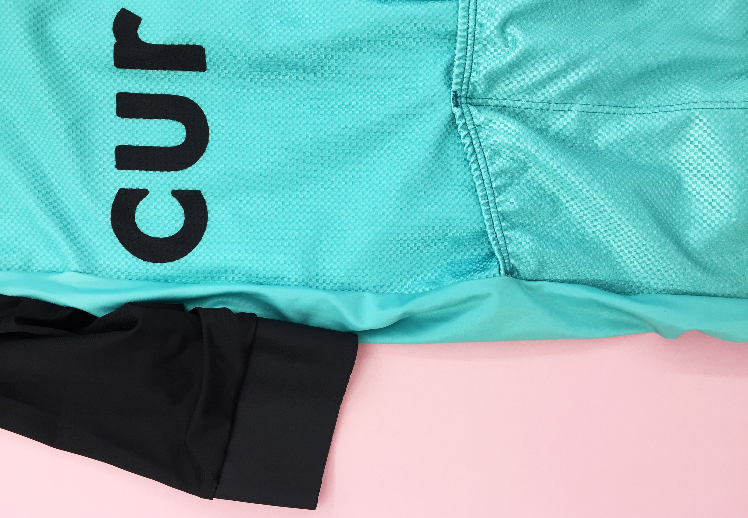 Curbar Cycling SS Crest Jersey, arm gripper, fabric and reverse detail.