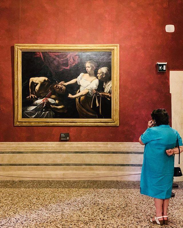 _ Romă, Romae _ . . . . . #federicasanteusanio #lifethroughmyeyes #photo #photographer #photoshoot #photos #photographylovers #photoofday #photoart #photographie #photoftheday #landscape #photographysouls #photographyeveryday #photographyislife #photographylover  #pointofview #travel #traveller #catchmeifyoucan #smiling #loveyourself #rome #travel #eternalcity #italia #palazzobarberini