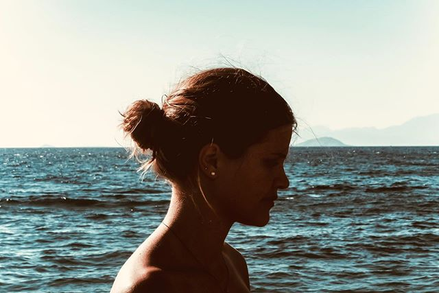 _ la caption non mi viene ma quel giorno c'era tanto sole 😏_ . . . . . . #federicasanteusanio #seaside #pointofview #portrait #see #greece #aegina