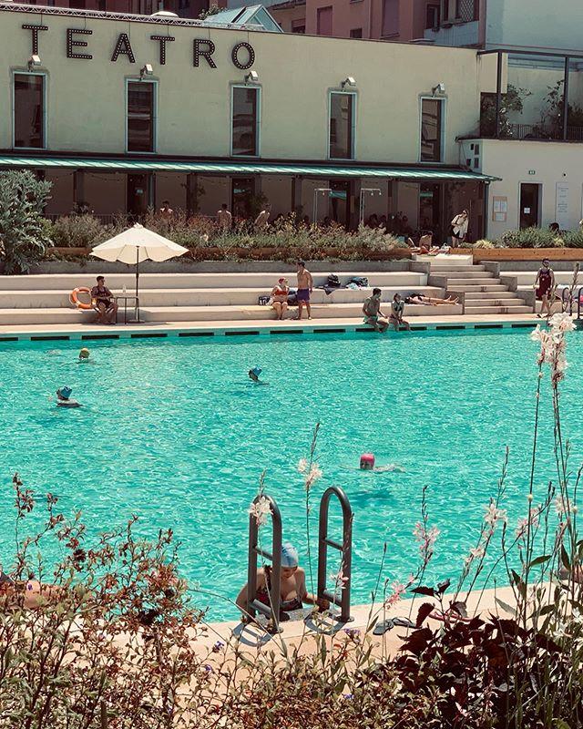 _ Vitamina D ☀️_ . . . . . . . #swimmingpool #sunbath #teatrofrancoparenti #bagnimisteriosi #sundaymorning #pointofview #federicasanteusanio