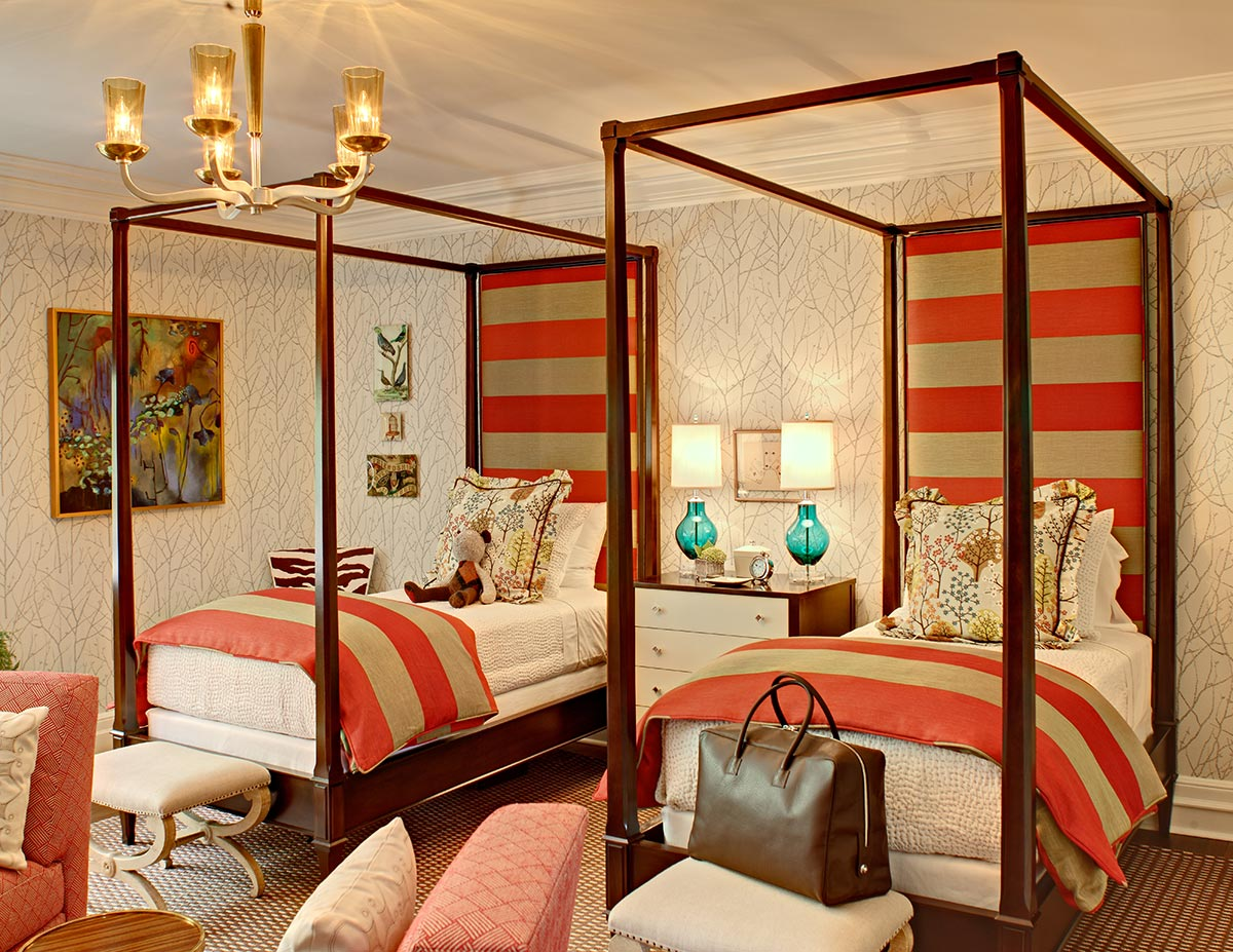 00-bedroom-custom-headboard-bedding-bench-pillows-lamps.jpg