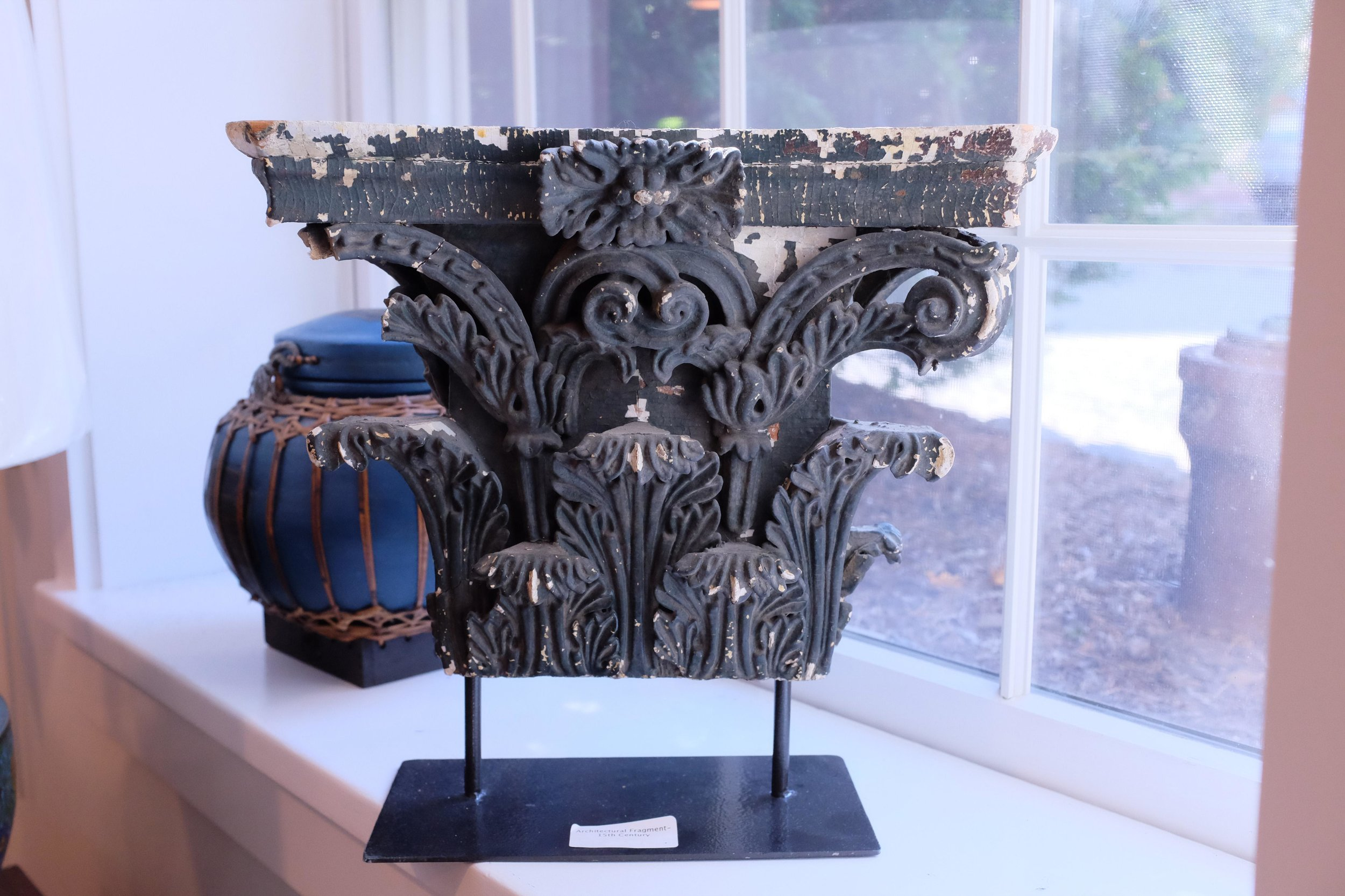 corinthian-style-architectural-fragment-from-15th-century-on-pedestal-2430.jpeg