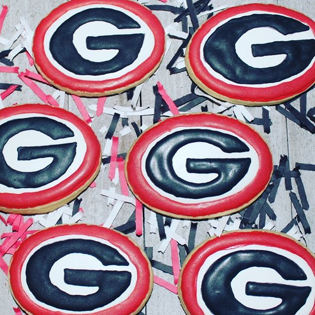 Send a little back to school sweetness to your fav student! Everyone loves a care package! 😉 What other schools should I add to the bake shop?!?! #sweetinkdesign #sweetinktreats #mompreneur #uga #gabulldogs