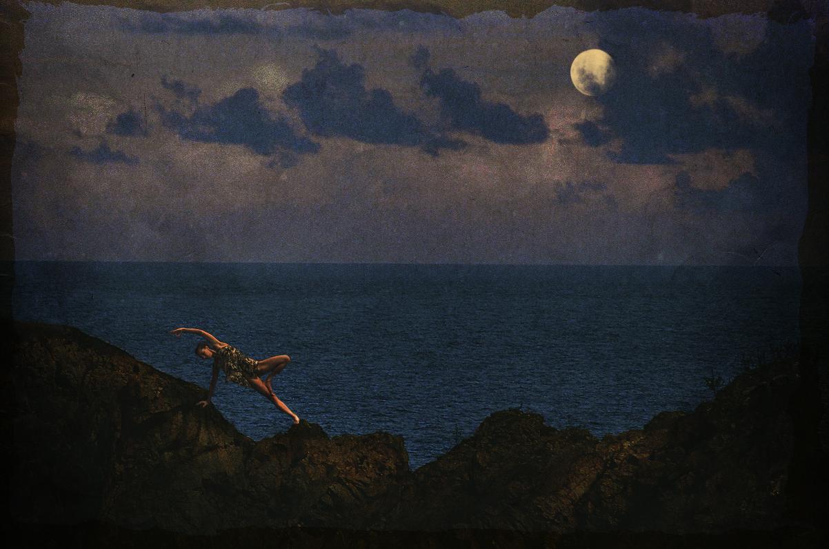 moon sea vintage dreamland.jpg