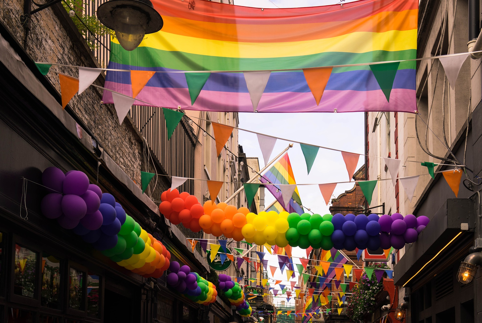 gay-2507365_1920.jpg