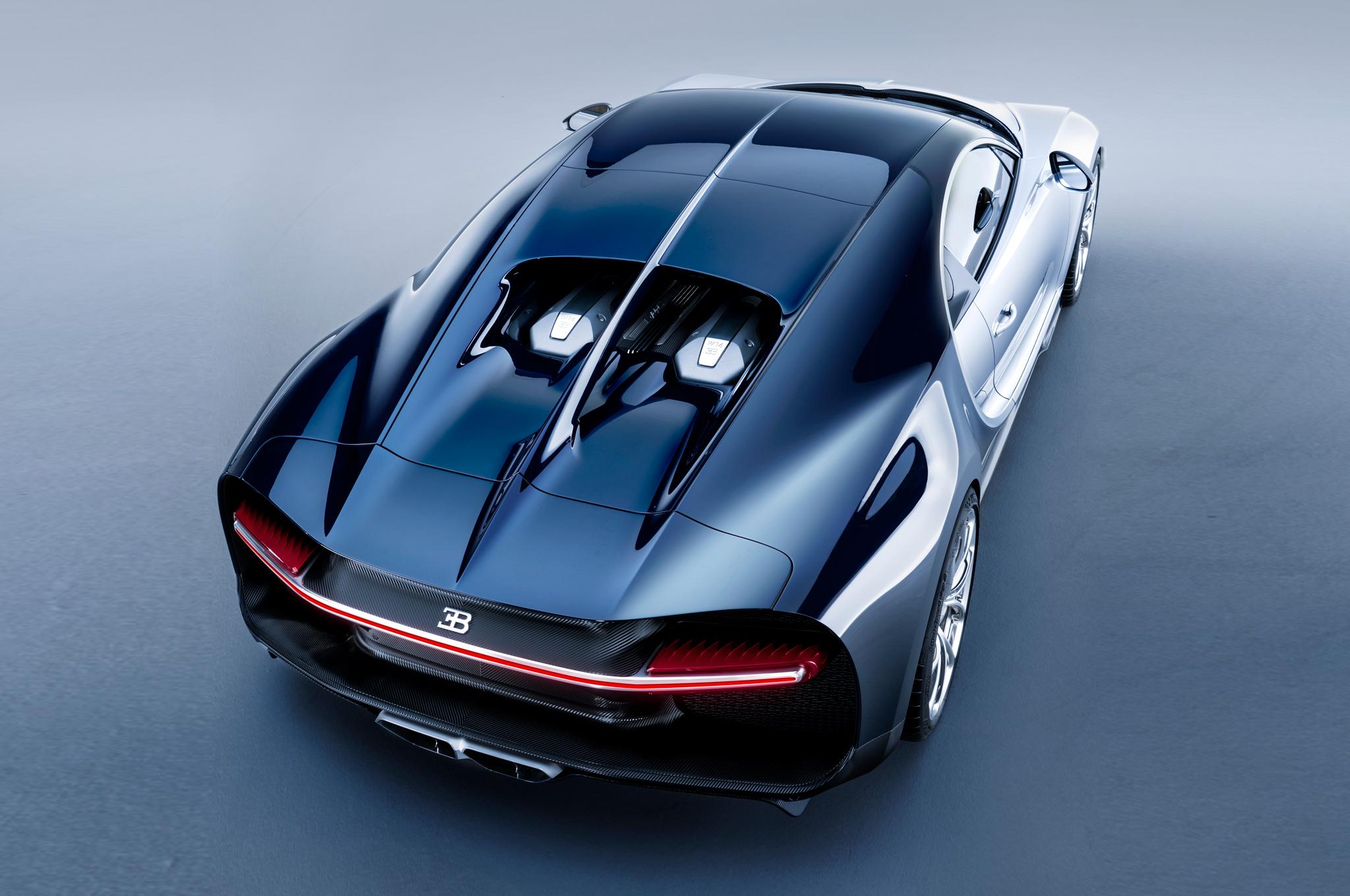 2017-Bugatti-Chiron-rear-top-view.jpg