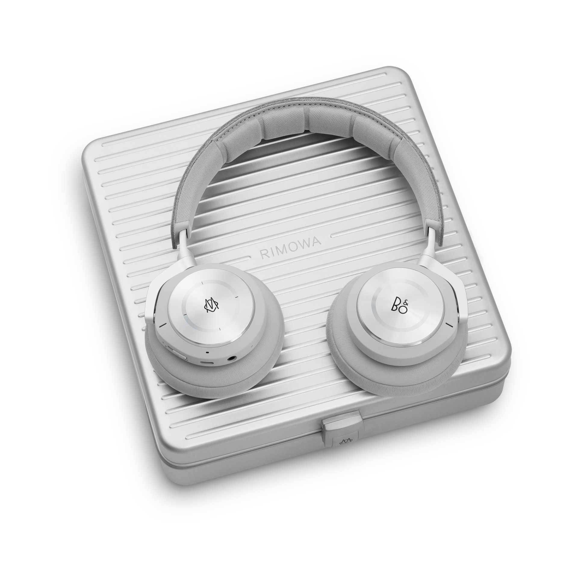 beoplay-h9i-rimowa-gallery4.png