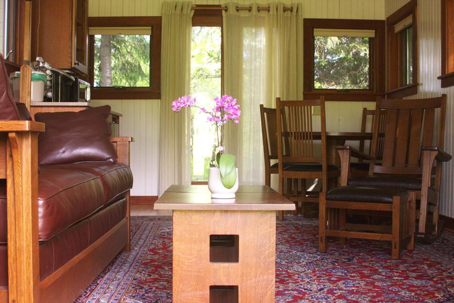photo-romantic-tower-apartment-ithaca-main-livingroom.jpg
