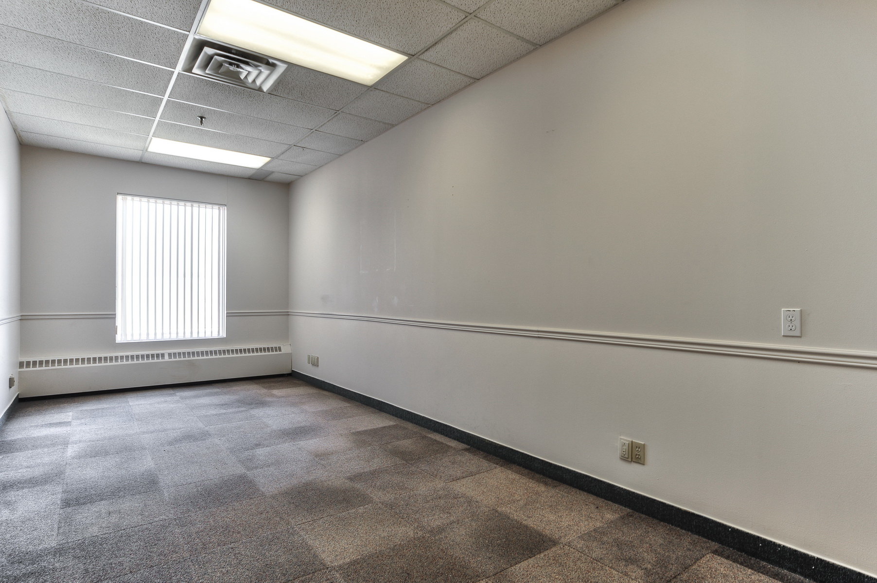 700 sq. ft.   *example space    Contact us now!