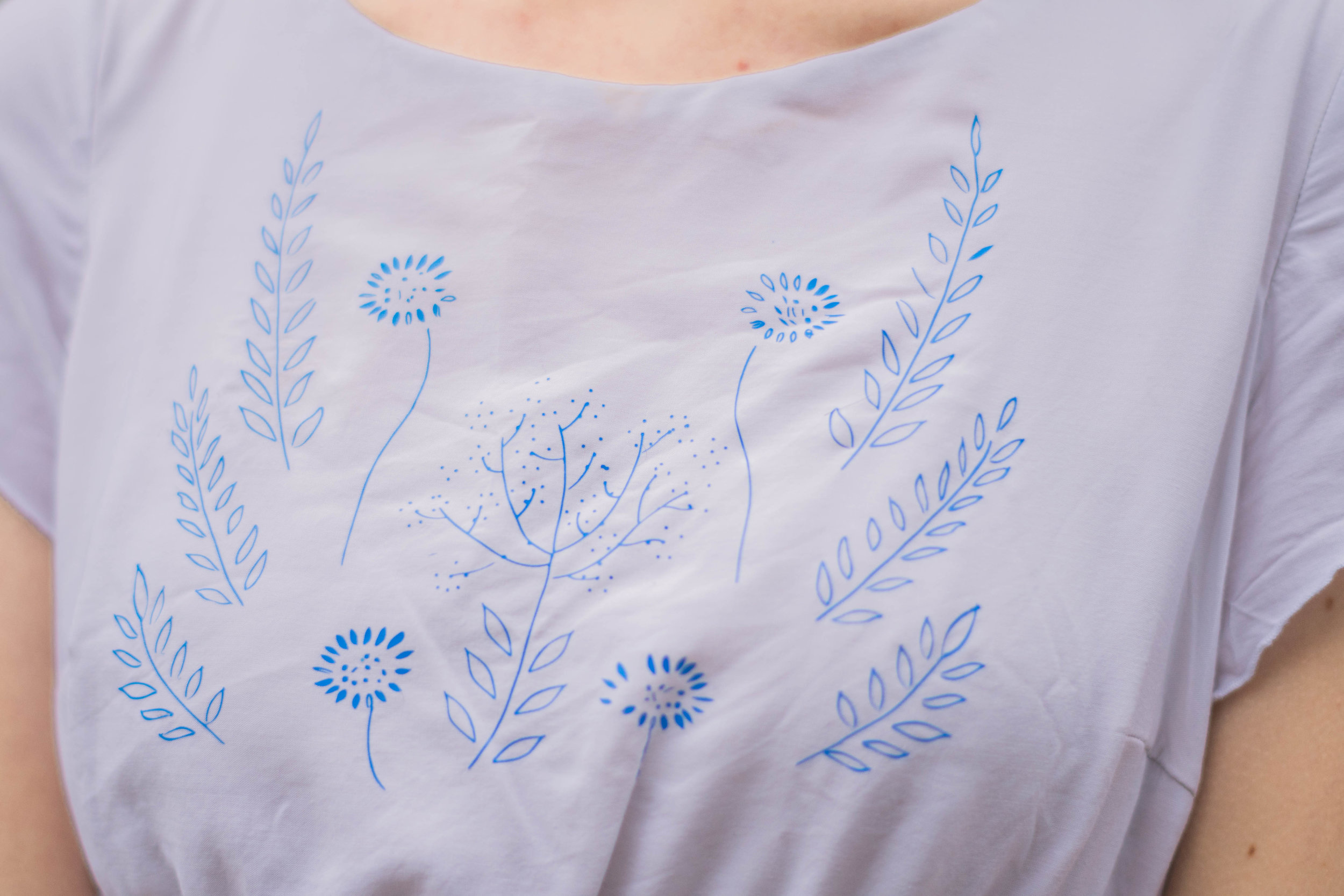 This sweet beach cover up was customized with faux-embroidery using the Cricut Explore Air 2! Find out how to easily add your own AND download some free patterns in the post.