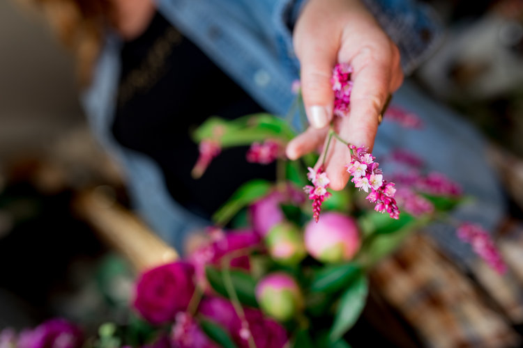 LET'S FLOW(er) - We have many exclusive HUNTRESS offerings. From individual and small gathering workshops to retreats and destination events. All with an intuitive focus on healing, connection and spiritual growth through florals.Contact us for further details & pricing.