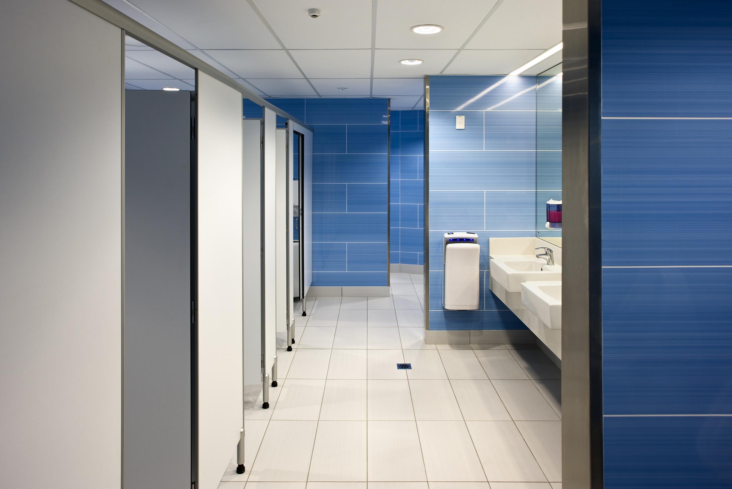 Mercury_Bathrooms_L1023_M.jpg