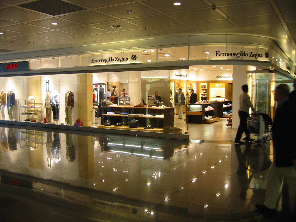 Auckland International Airport   First Floor Retail    S&T designed and managed the staged redevelopment of the entire first floor which included the expansion of the customs hall and airside departures.