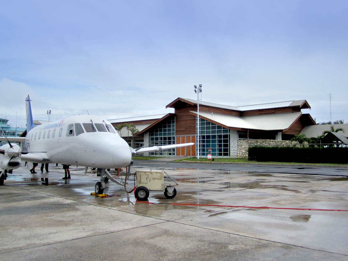 Rarotonga Airport   S&T's brief was to separate arriving and departing passengers and provide shelter to the departure area. The final design also incorporated new retail facilities, VIP lounges and an upgrade to the the airport's arrivals facilities.