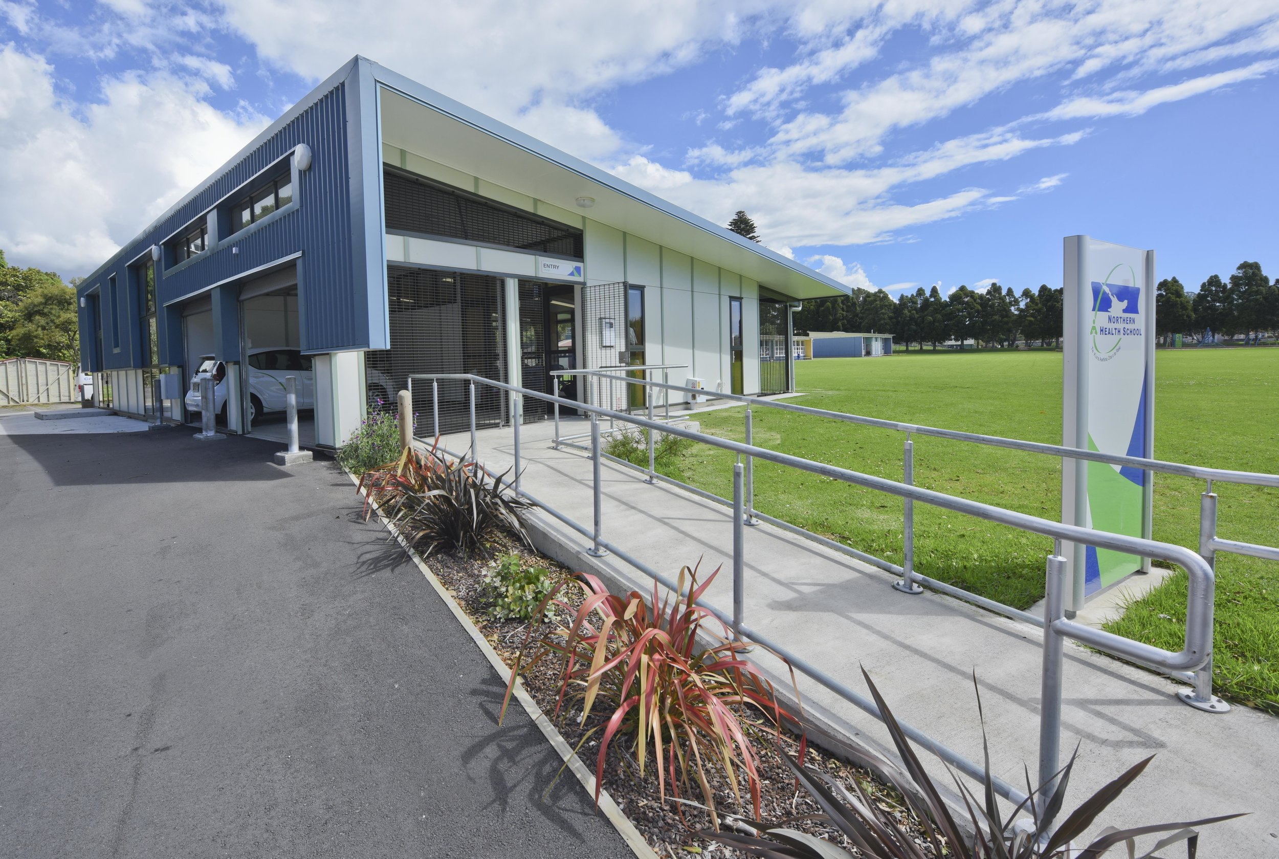 Northern Health School Devon Intermediate,  Taranaki   The Northern Health School,with units located throughout the North Island, provides community, in-home and hospital based teaching to students who are too unwell to attend regular school.
