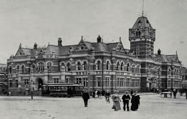 Law Courts 1900.JPG